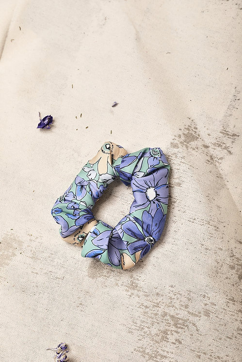Jasmiin The Label - Blue Violet Floral Waste Fabric Scrunchie