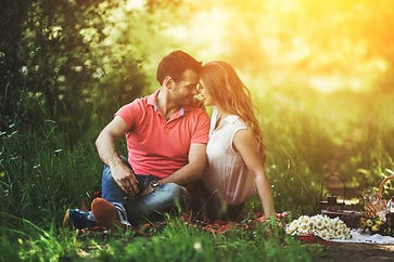 picnic mand and woman.jpg