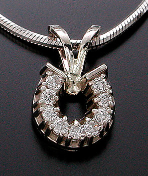 14kt White Gold Diamond Horse Shoe Pendant