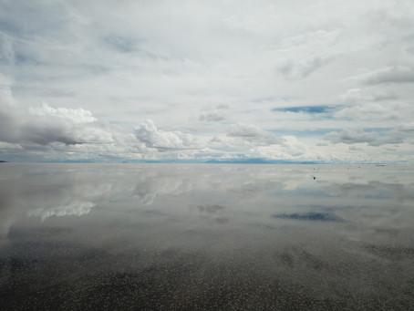 ハネムーンは、奇跡の絶景で有名なウユニ塩湖ドローン撮影し放題というパラダイス