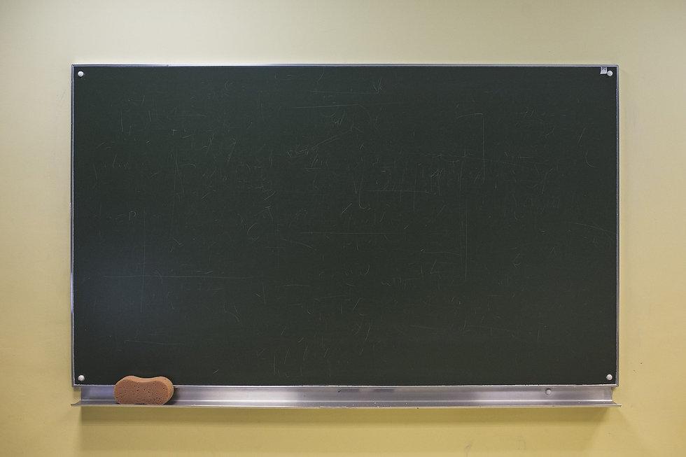 blackboard-2618793_1920.jpg