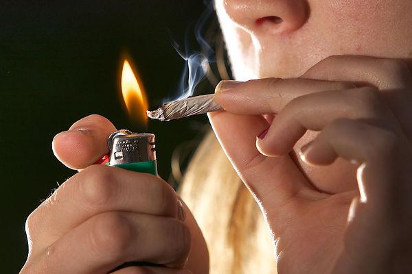 frequentazioni minori - droga - abuso di droga - indagini su minori -