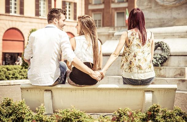 tradimento - infedeltà - adulterio - corna - matrimonio - investigazioni