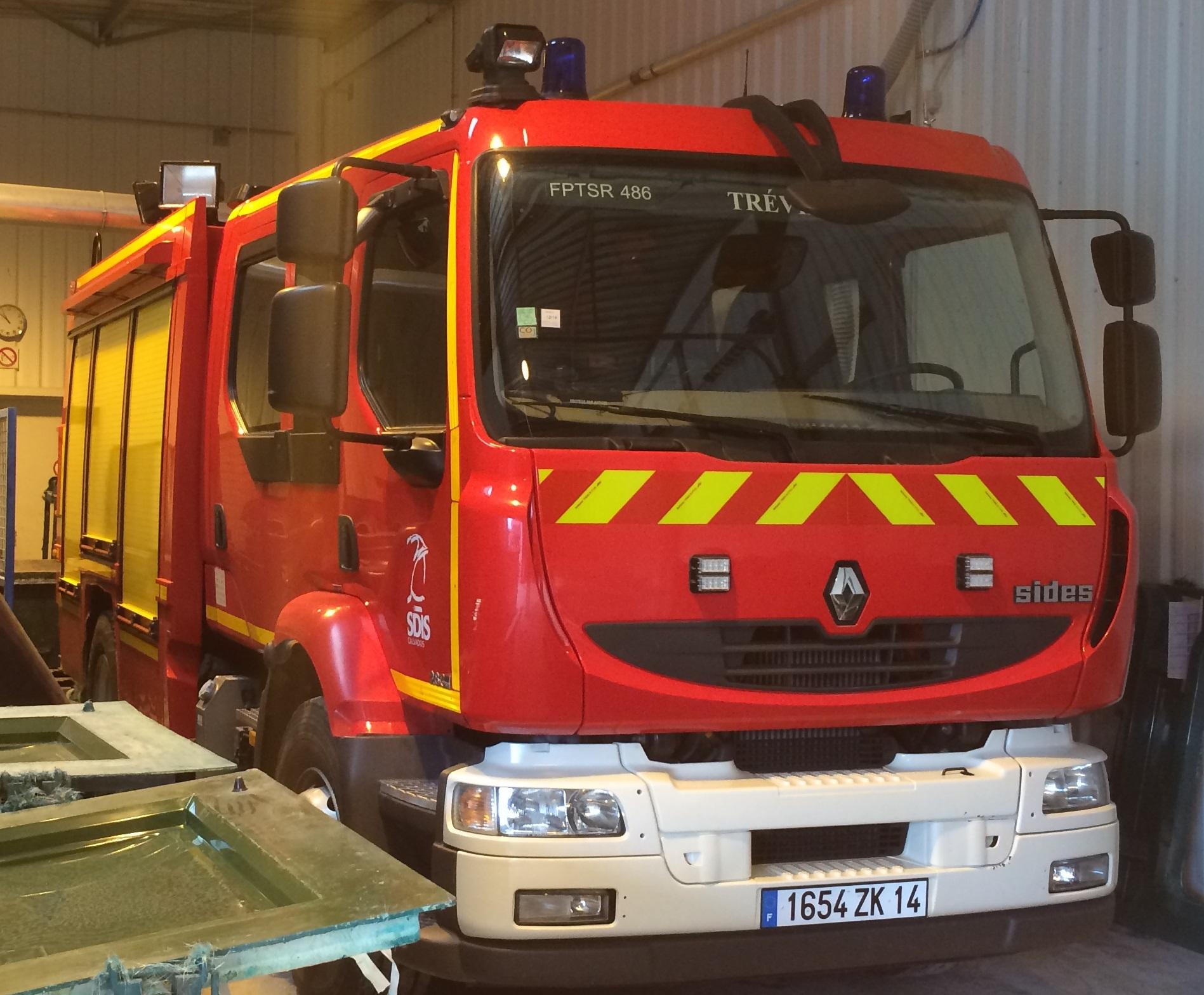 Camion de pompier à réparer