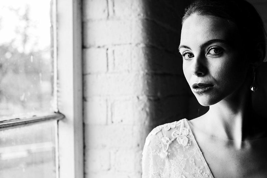 portret panny młodej - czarno-biały reportaż ślubny