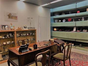 Shimon Peres office.jpg