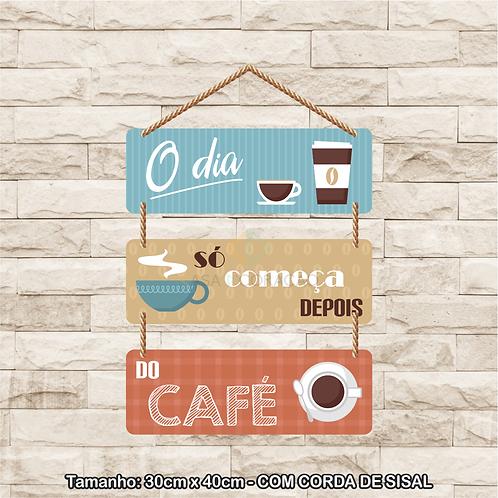 30109 - Placa Decorativa - O Dia só Começa Depois do Café