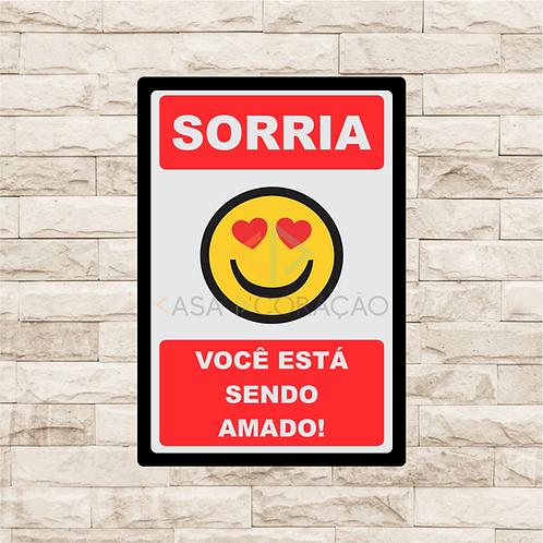 30034 - Placa Decorativa - Sorria, Você está Sendo Amado