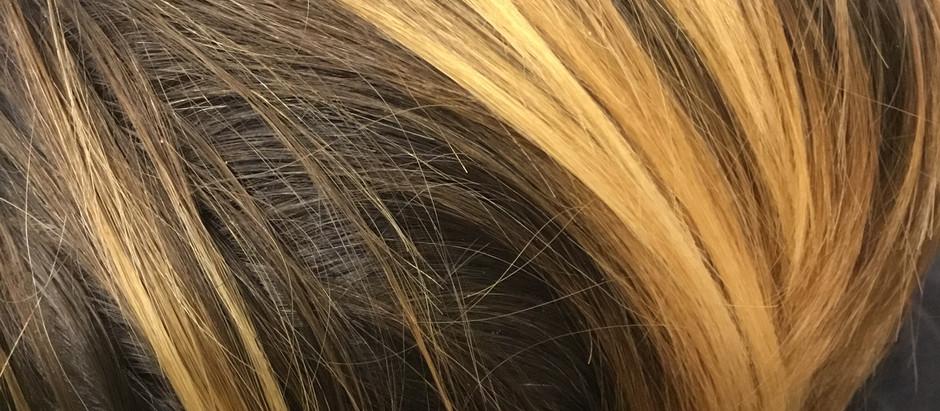 Est-il possible d'éclaircir mes cheveux avec le végétal ?