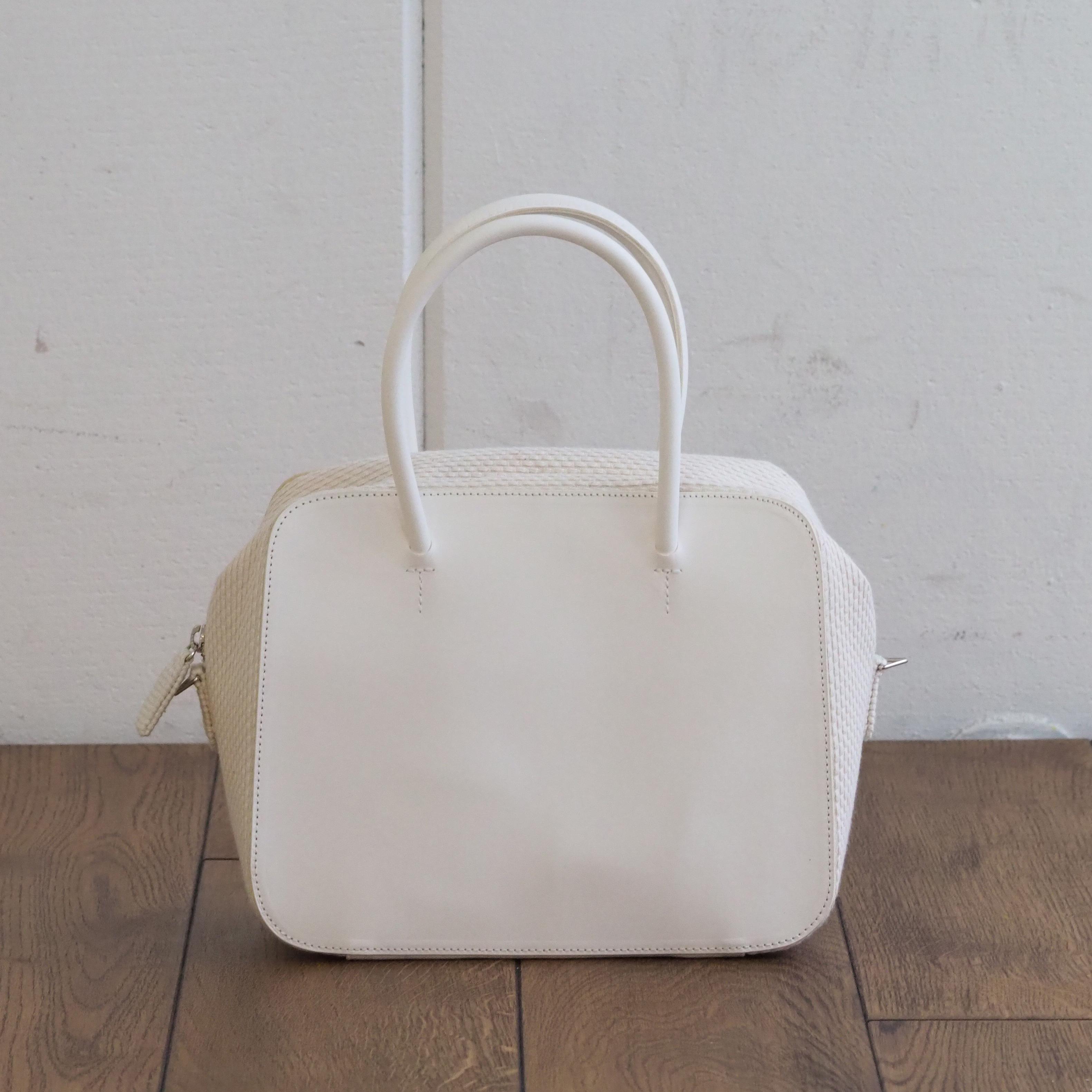 N°83 Square Zip bag M