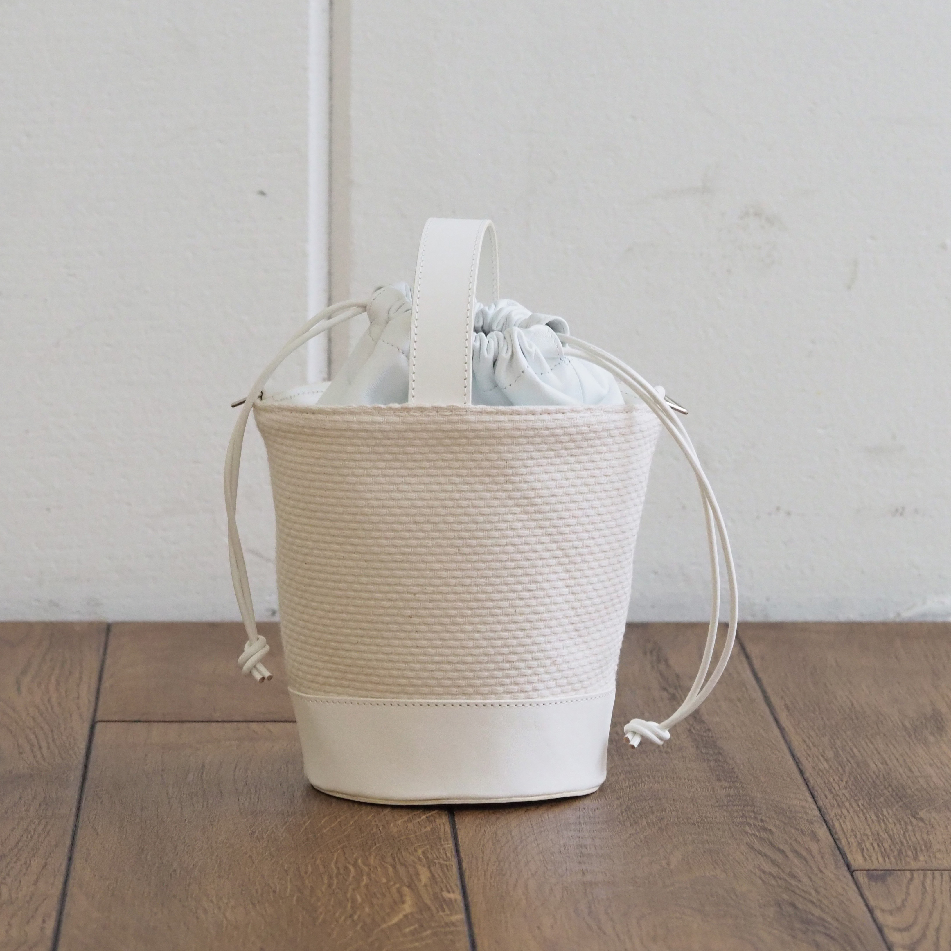 N°84 Round Bucket bag S