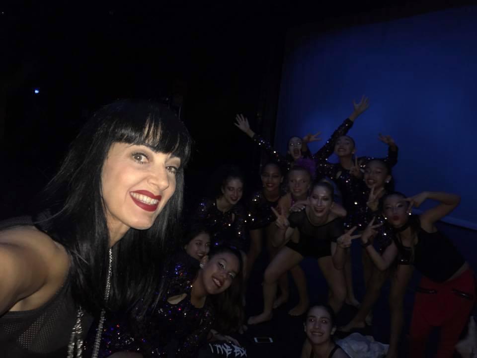 Kim backstage w/dancers