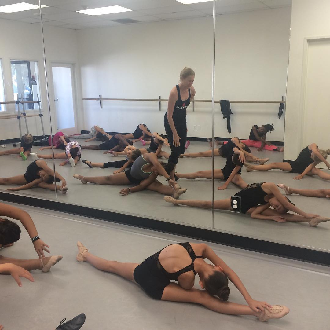 Ballet w/ Cynthia (ages 8-11)