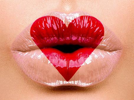 Pielęgnacja przeciwstarzeniowa i błyszczyk do ust od AURA CHAKÉ