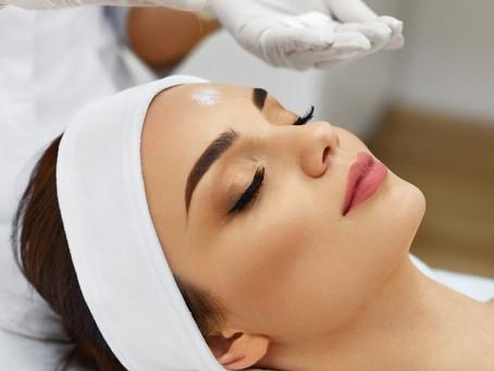 Oczyszczanie twarzy u kosmetyczki: najlepsza metoda na pozbycie się zmarszczek i niedoskonałości