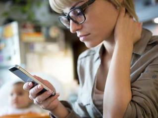 Tech-neck: el síndrome que aún puedes evitar