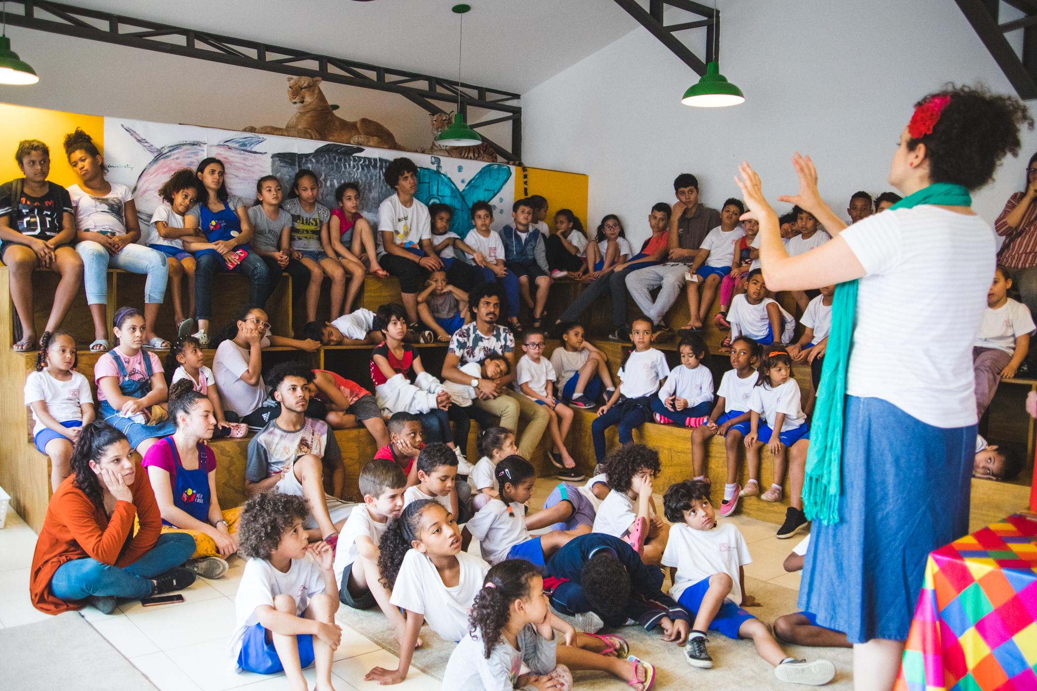 Contação de história em 20-09-19 na Biblioteca Pró-Saber em Paraisópolis/SP