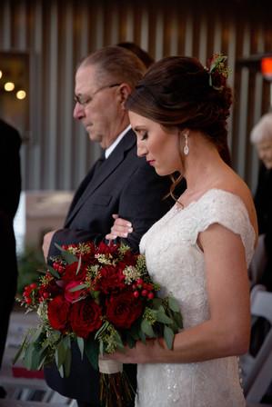 brideprayingwithdad_AshleyRosePhotograph