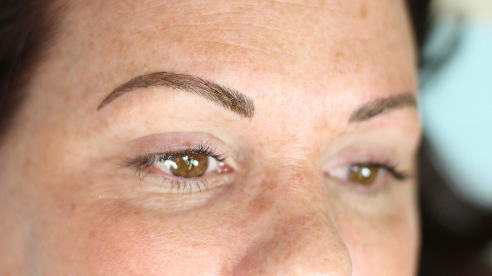 Nano hair-stroke eyebrows