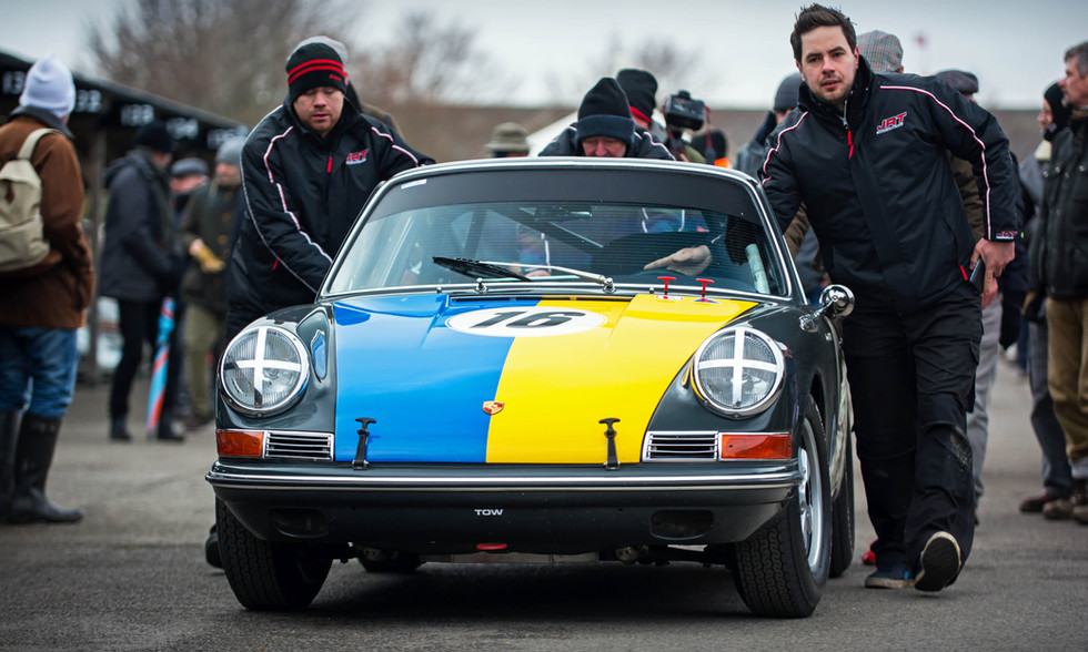 Ambrogio Perfetti's 1965 Porsche 911 at the Goodwood 76MM