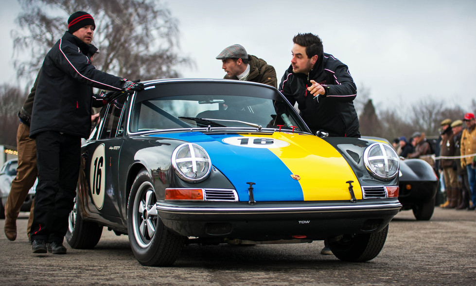 Ambrogio Perfetti's 1965 Porsche 911 at the Goodwood 76MM