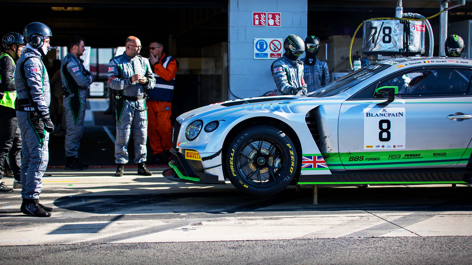 No.8 Bentley Continental GT3 at the 2018 Silverstone Blancpain GT