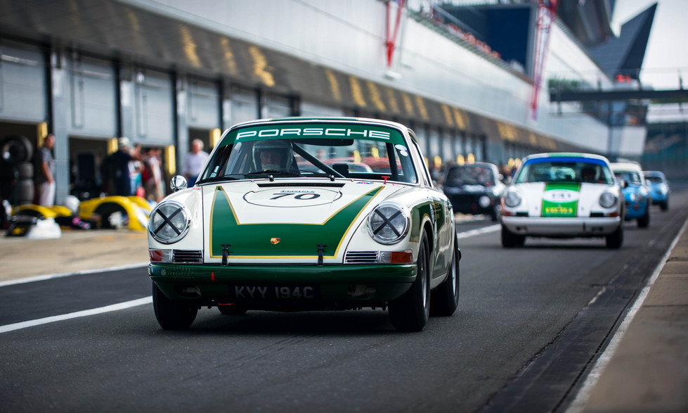 Richard Attwood & Tom Bradshaw's Porsche 911