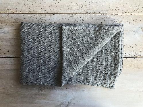 Filt mönsterstickad grå | Disana