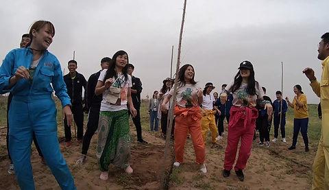 沙漠でパパイヤダンス