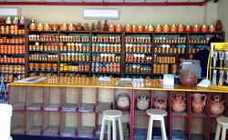 Diversos productos dentro de local