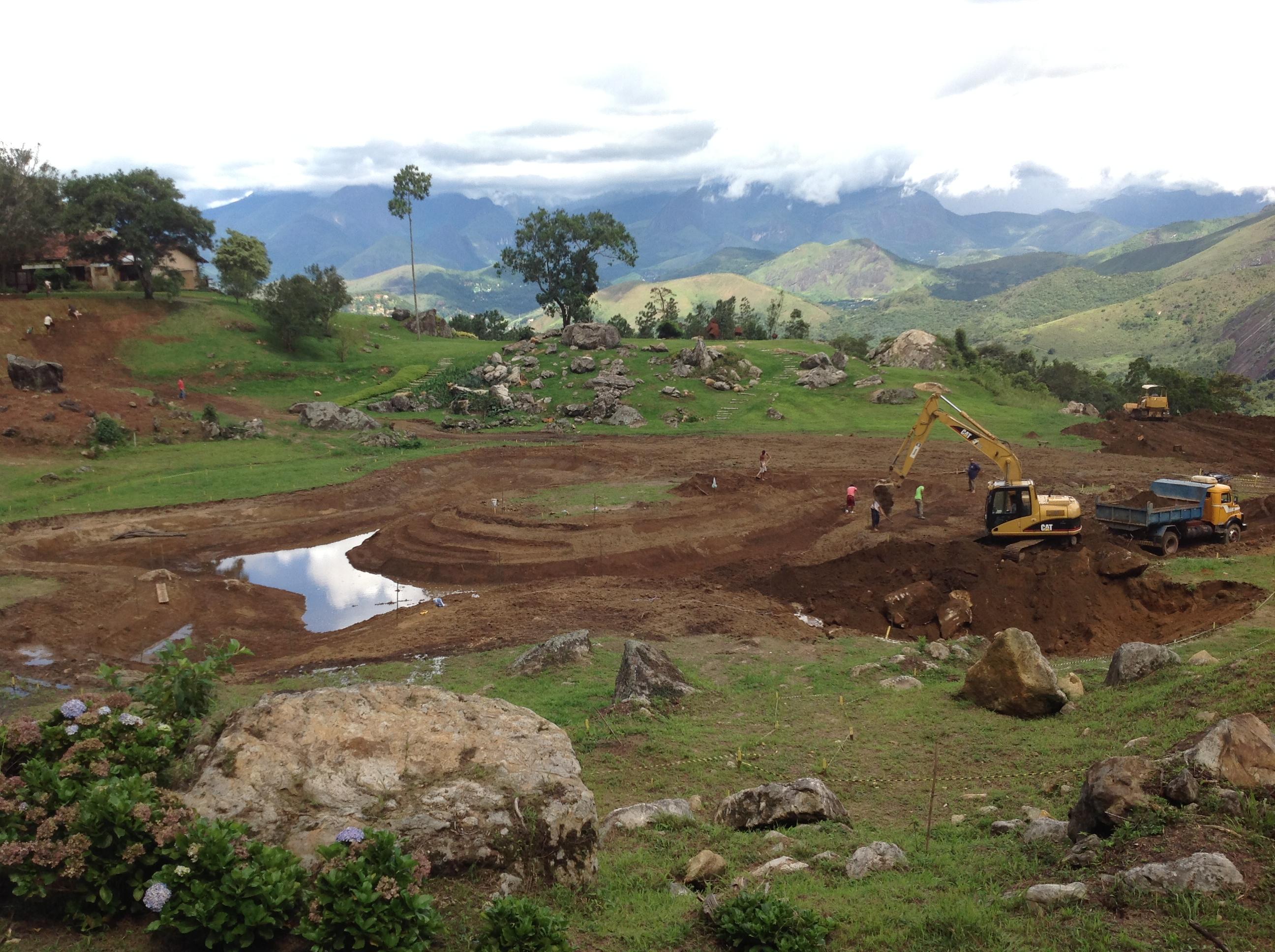 Escavação Lago 1.200 m2