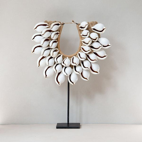 Cariba Shell Necklace with Stand