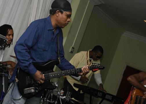 Gizmo Rhythm Guitar Gullibanque Reggae Music Is The Weapon
