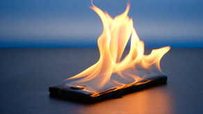 How To Keep Your Phone From Getting Too Dang Hot This Summer 🔥📞🔥