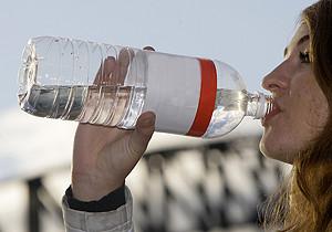Movimiento promueve el consumo de agua de mar para mejorar la salud