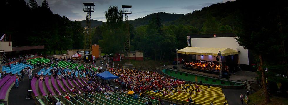 Letní_kino,_Karlovy_Vary.jpg