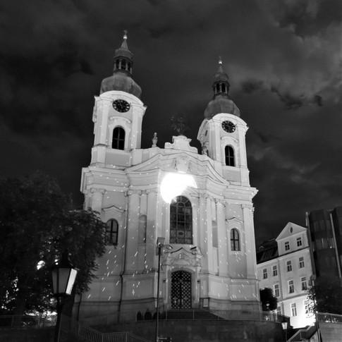 Předprostor kostela sv. Máří Magdalény