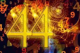 El 44 Número Maestro