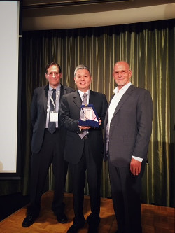 APT Satellite Executive Director and President Cheng Guangren Accepts APSCC 'Satellite Executive of the Year' Award