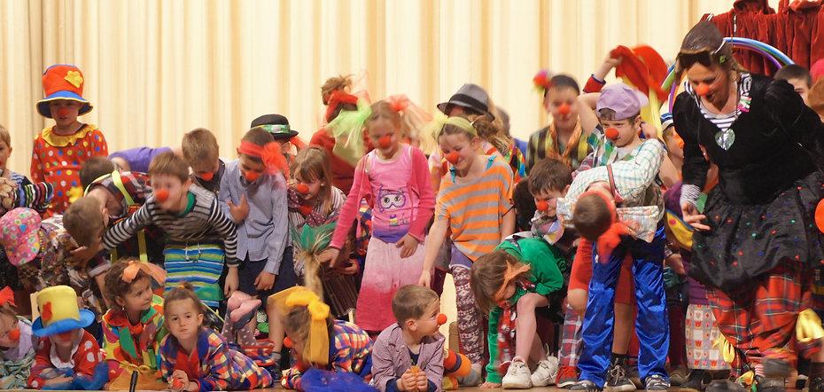 Clown Susi gibt Clownschule in Wikon.