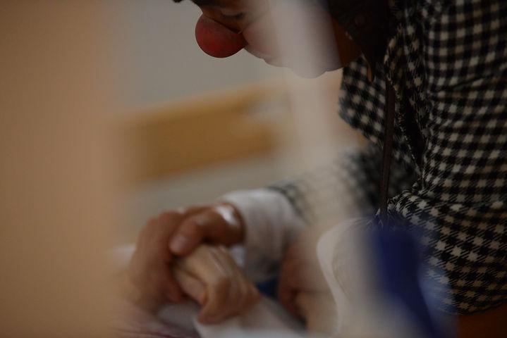 Clown Susi besucht Altersheim, Pflegeheim und Demenzabteilung.