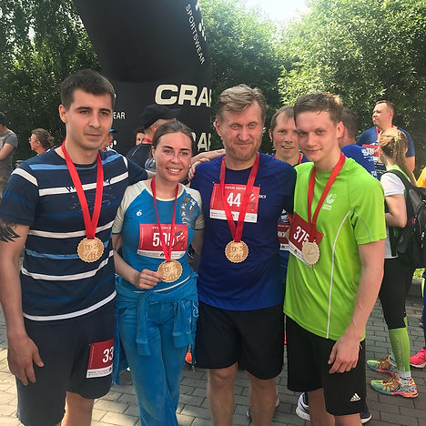 Андрей Рожков и Юлия Михалкова с участниками «Забега добра»