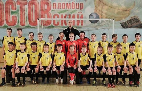 Тренер Илья Гонтарь и воспитанники ФК «UNION»