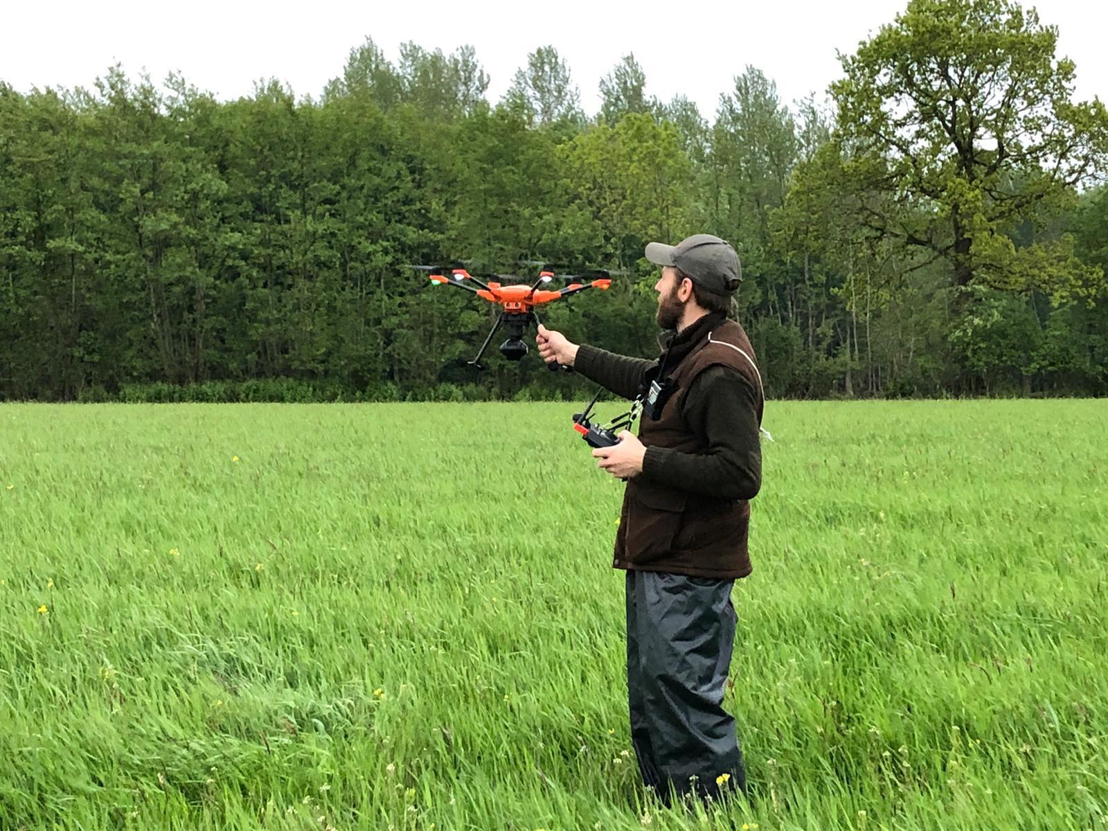 Pilot und Drohne