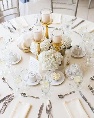 round-dining-table-2306282.jpg