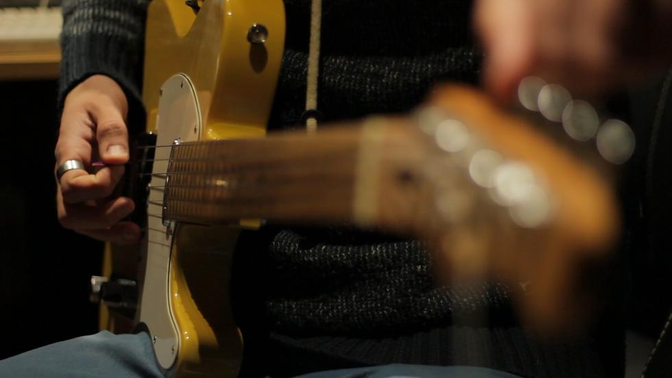 guitarra primer planol 2.png