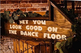 3ft Rustic Wooden Arrow - I Bet That You Look Good On The Dance Floor