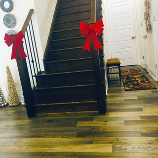 simple Christmas bow deco on stairs
