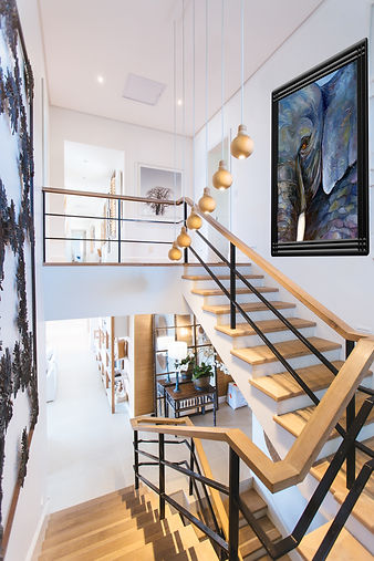 Wood & Metal Staircase - Elegant lightin