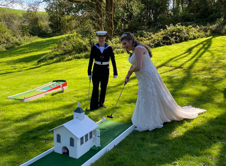 At last, Weddings. Two Weddings at the end of September, handful of guests but still wonderful !